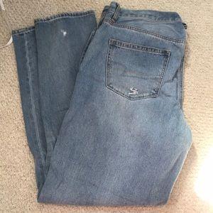 American Eagle light wash mom jeans